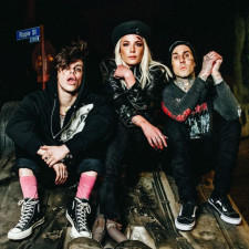 """Yungblud, Halsey & Travis Barker Release Music Video For """"11 Minutes"""""""