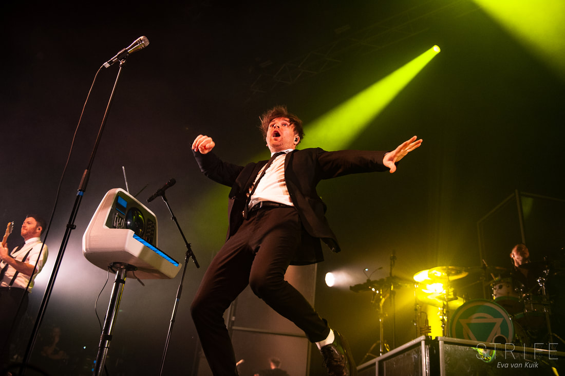 live-review-enter-shikari-bring-incredible-production-to-tilburg