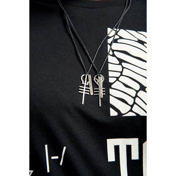 twenty-one-pilots-giveaway-skeleton-alien-necklaces