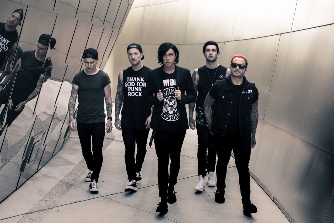 kellin-quinn-confirms-finishing-upcoming-sleeping-with-sirens-record