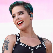 Watch Halsey Perform At The Billboard Music Awards