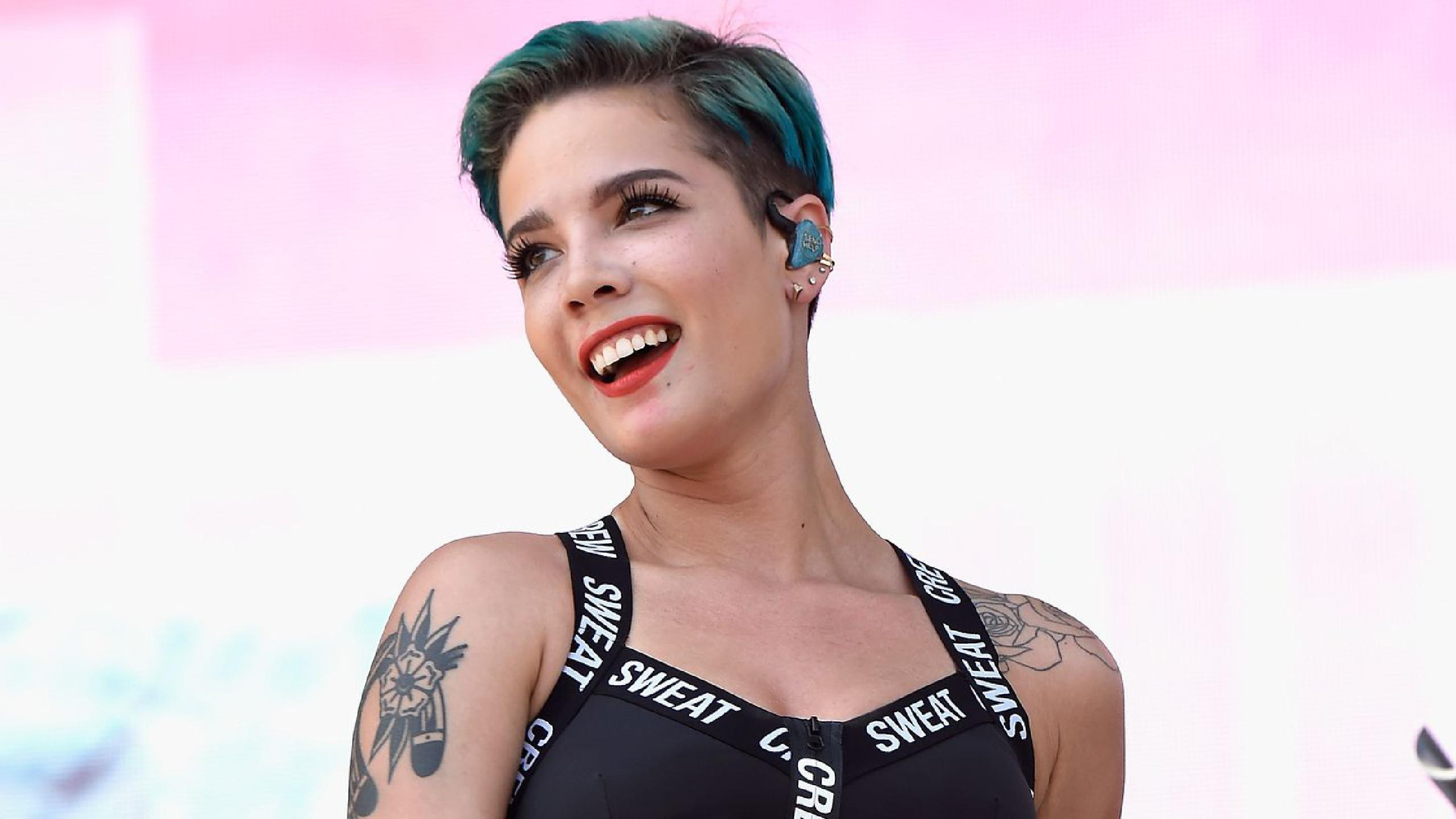 "Halsey Live Debuts ""Nightmare"" At Free Pop-Up Show"