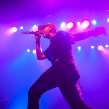 PHOTO REVIEW: Blackbear Gives It His All For Dutch Fans In Tilburg
