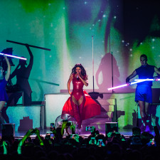LIVE REVIEW: MARINA Showcases New Double Album 'Love + Fear' With Outstanding Show
