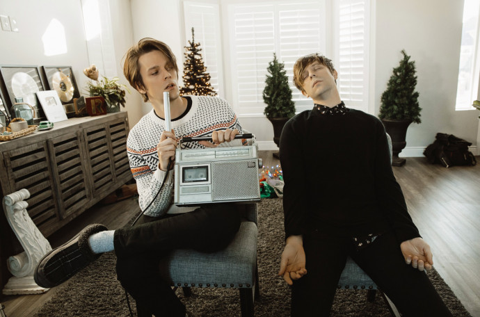 IDKHOW Release Surprise Christmas EP