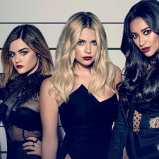 'Riverdale' Creator To Reboot 'Pretty Little Liars'