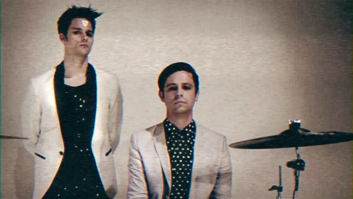 IDKHOW Release Piano Version Of 'Leave Me Alone'