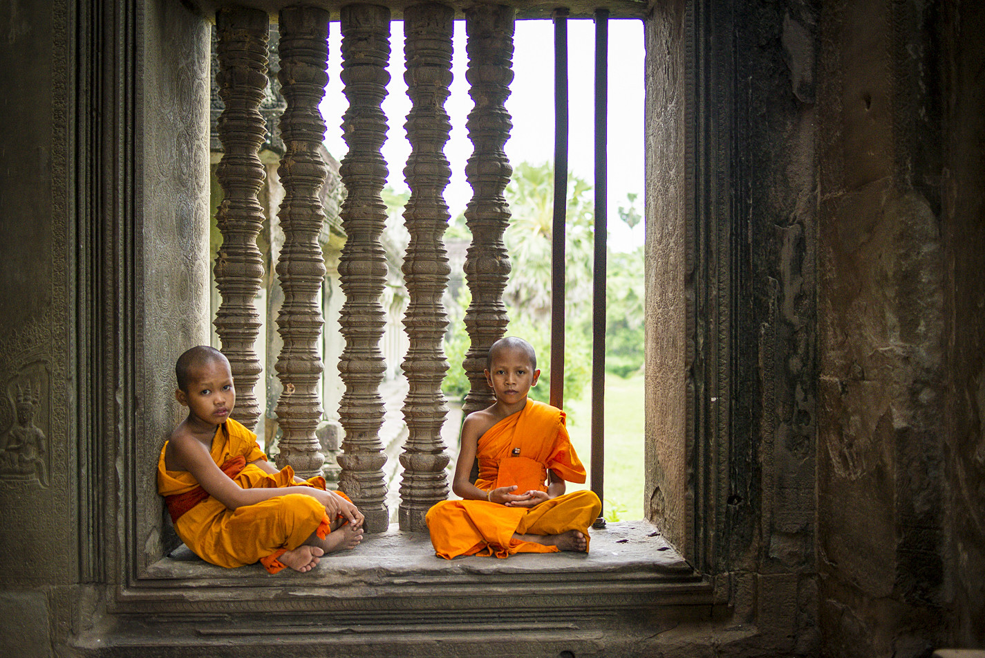 Cambodia photo tours Angkor Wat buddhist monks