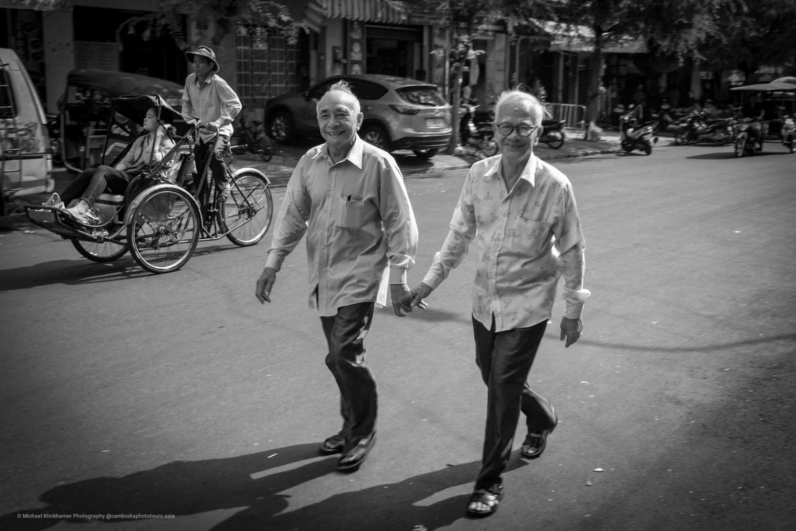 two-man-hand-in-hand-in-phnom-penh