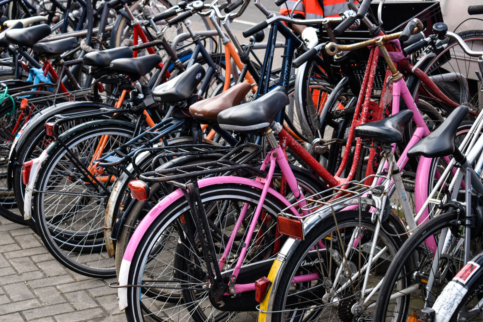 colored-bikes-in-amsterdam