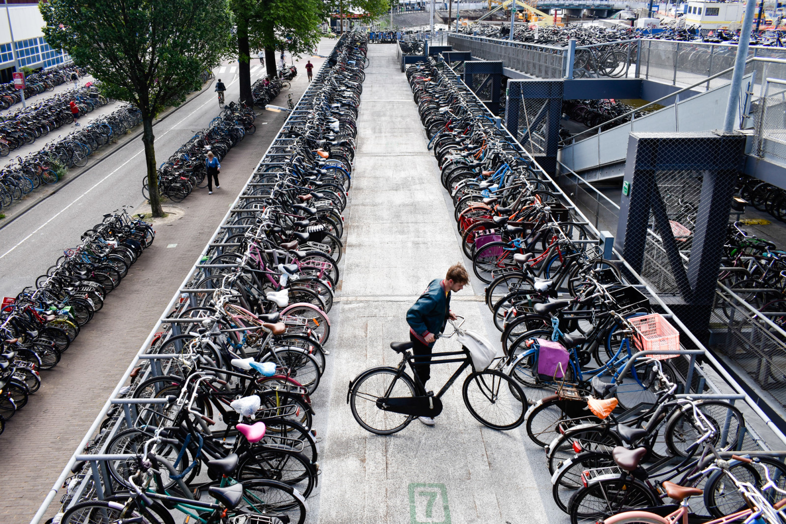 thousand-bikes-in-amsterdam